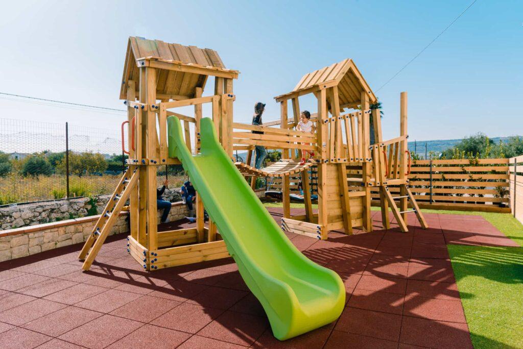 area giochi - asilo nido - ludoteca - aiuto compiti - nasinsù